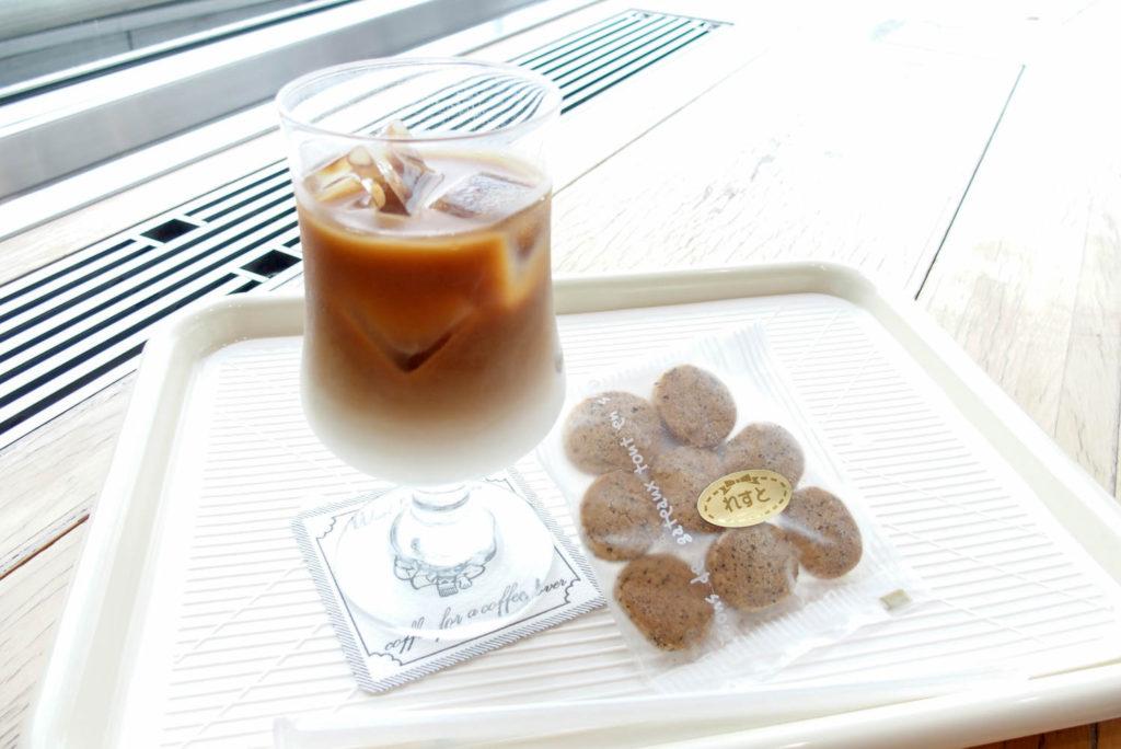 カフェれすとななのアイスカフェオレと紅茶クッキー